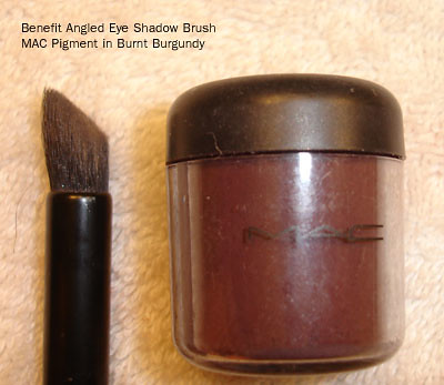 Benefit Angled Shadow Brush - MAC Pigment Burnt Burgundy