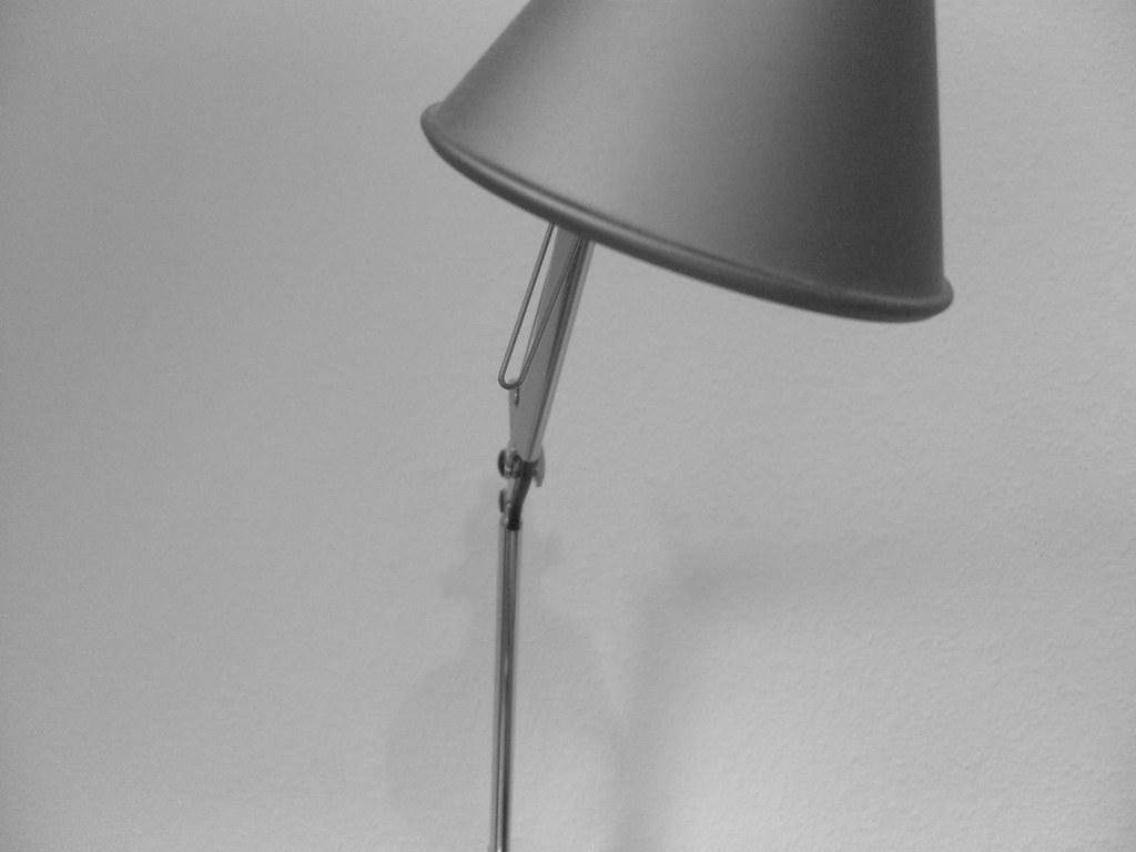 Artemide tolomeo lampada sospensione decentrata carta pergamena
