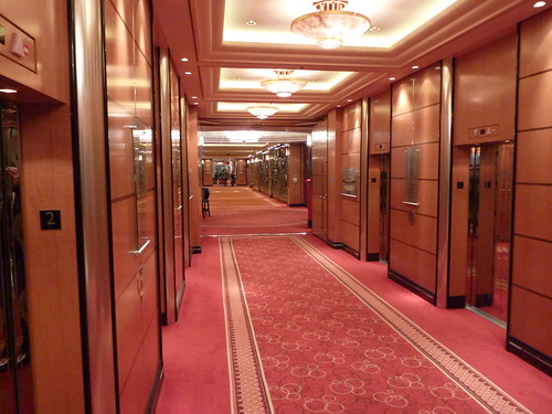 Queen Mary 2 Grand Lobby (6)