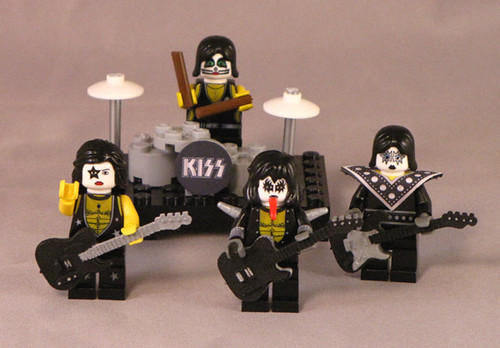 LEGO KISS minifigs
