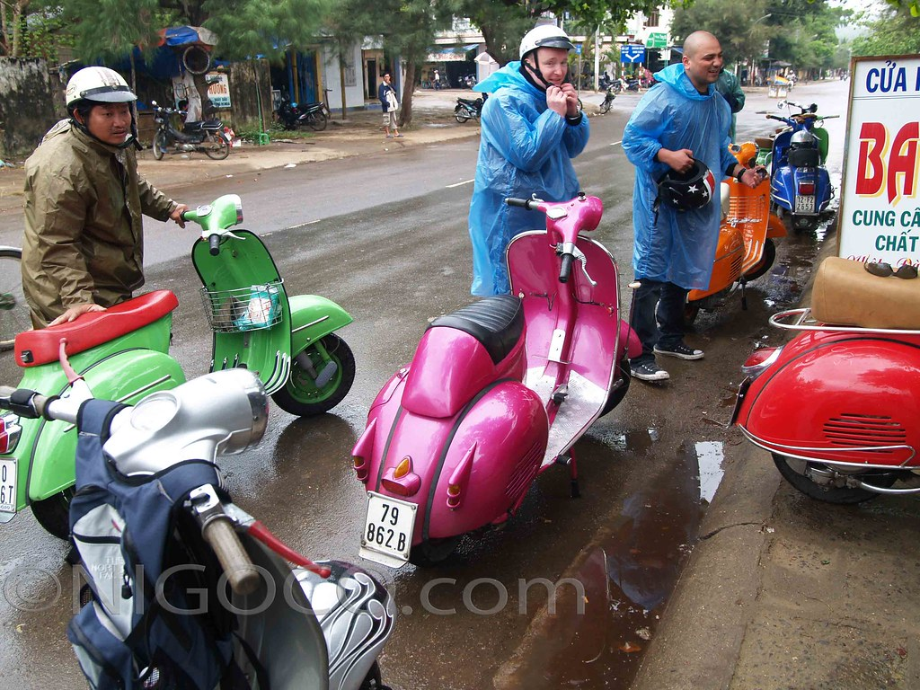 Vespa Roller Oldtimer Vespa At A Roadside Coffee Stop Vietnam Vespa Tour 2008 Flickr