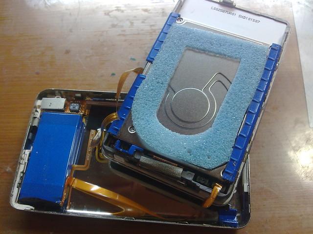 拆開後的 iPod