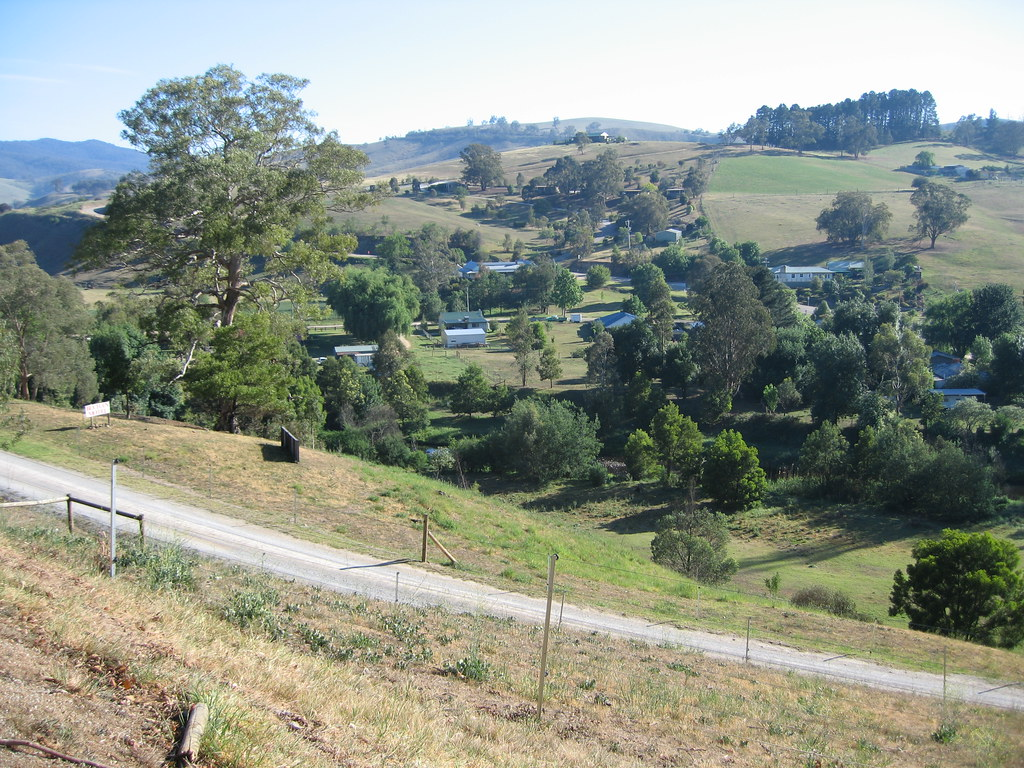 Buchan Farmhouse Accommodation Rocky Knob Victoria Around Guides