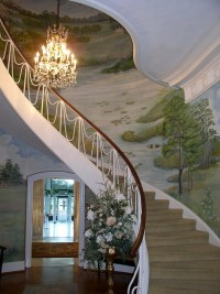 Beautiful spiral staircase...so Gone with the Wind ...