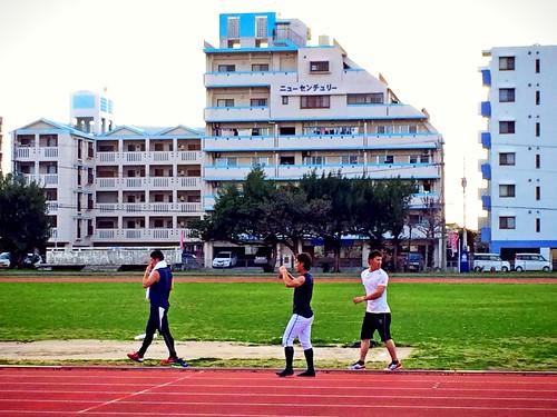 陸上競技場でトレーニング