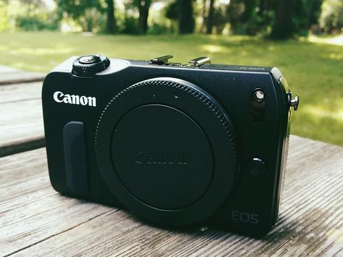 Canon EOS M: Body