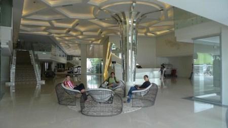 GREENLEAF HOTEL LOBBY