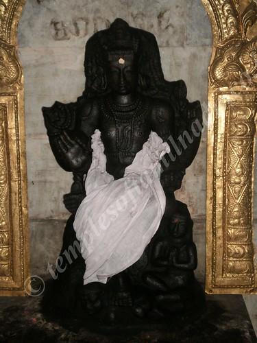 Image of Haradatta worshipping Dakshinamurthy, Agneeswarar Temple. Kanjanur
