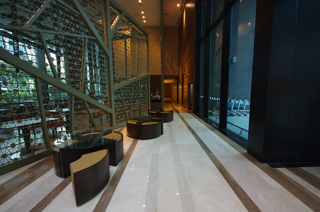 lobby of holiday inn express singapore clarke quay