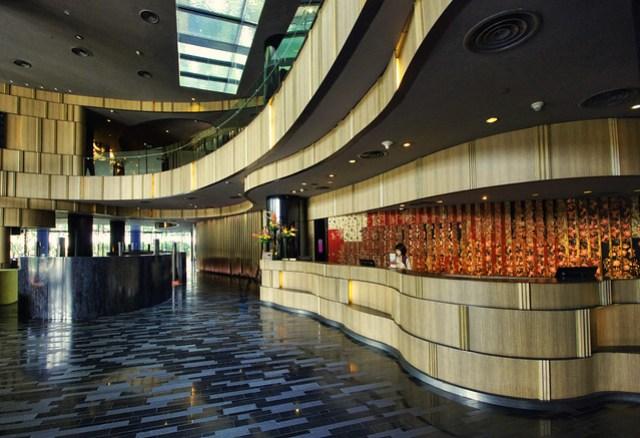 crowne plaza changi airport lobby