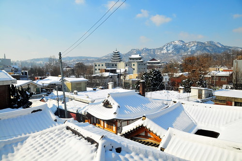 Snow, Gyeongbokgung and Mt. Inwangsan
