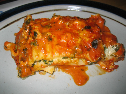 Marie Callender's Chicken, Spinach and Mushroom Lasagna Multi-Serve Bakes Slice