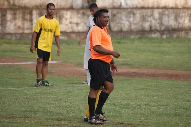 Fat referee cracks a joke