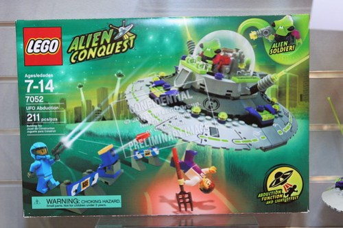 LEGO Toy Fair 2011 - Alien Conquest - 7052 UFO Abduction - 1