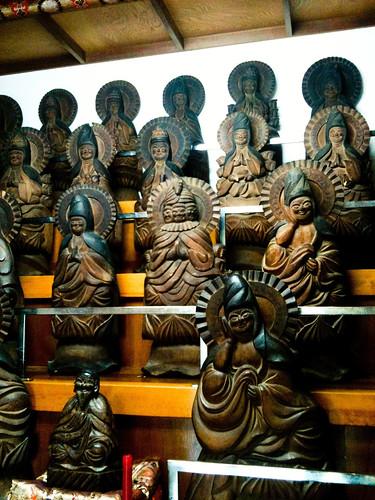 寶生寺西国三十三観音と自刻像