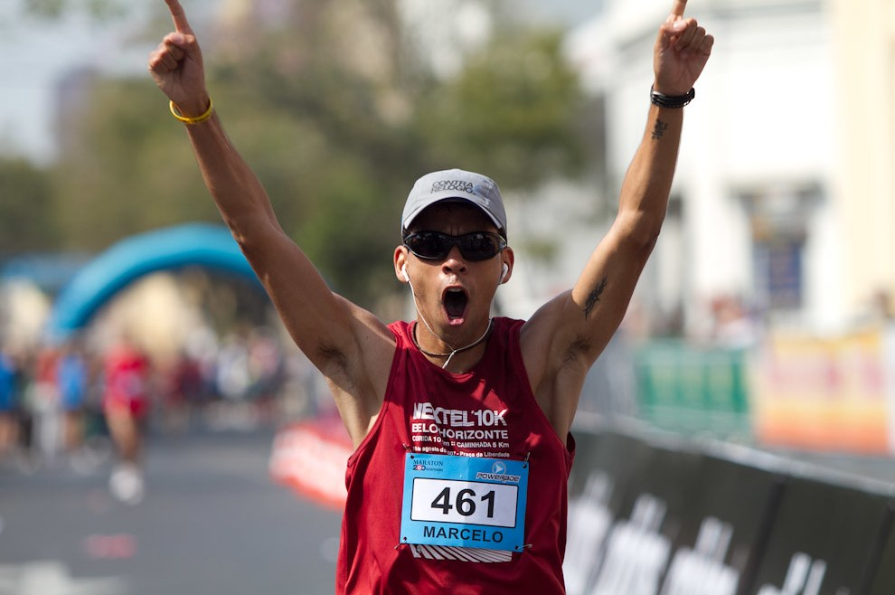 Marcelo Chaves de 30 años conquista la posición 14 en la categoría 42km. Mucha emoción luego de 03:50:35 de sacrificio.  (Tetsu Espósito - Asunción, Paraguay)