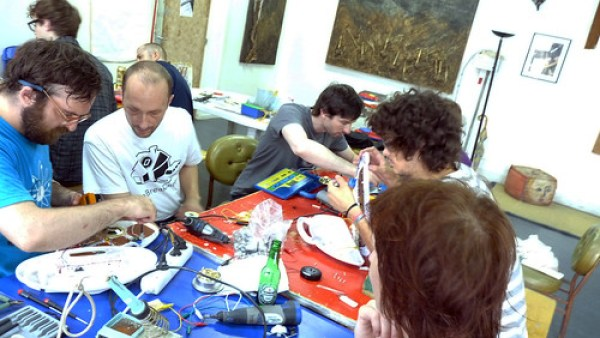 Circuit Bending @ BlackBoxe