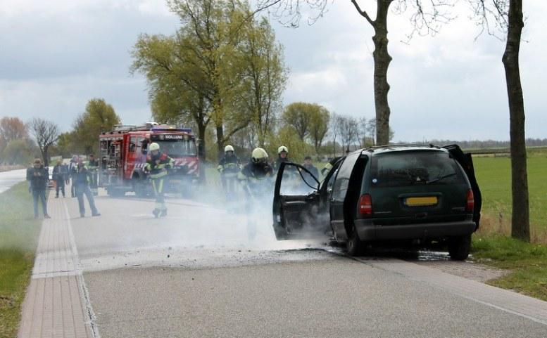 2017-04-27-Fotos-van-felle-autobrand-Trekwei-Driezum-36