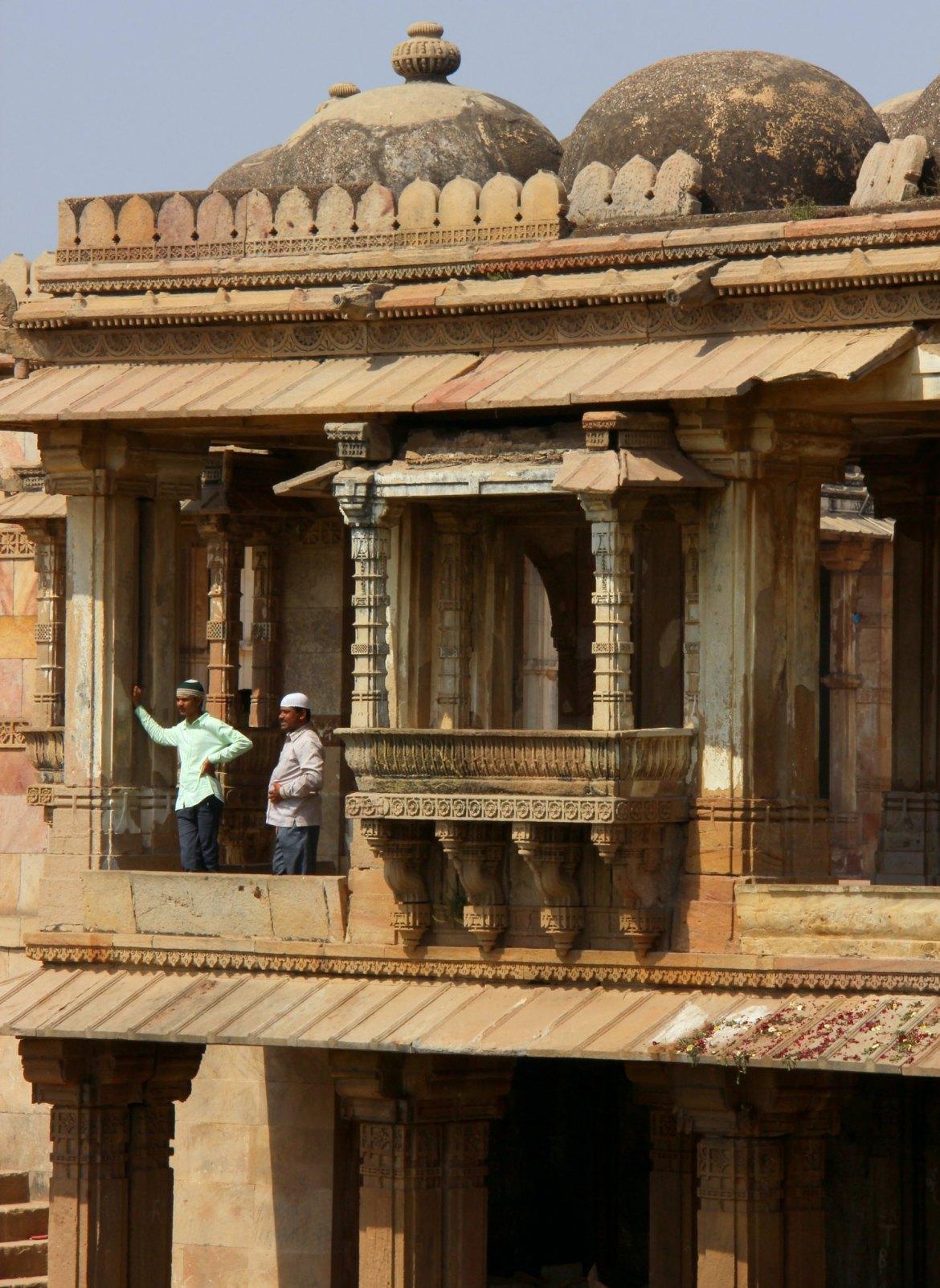 #gujarattourism #ahmedabad #travelbloggerindia #travelblogindia #sarkhejroza