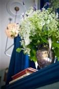 Details: flowers, lights, cookbooks.