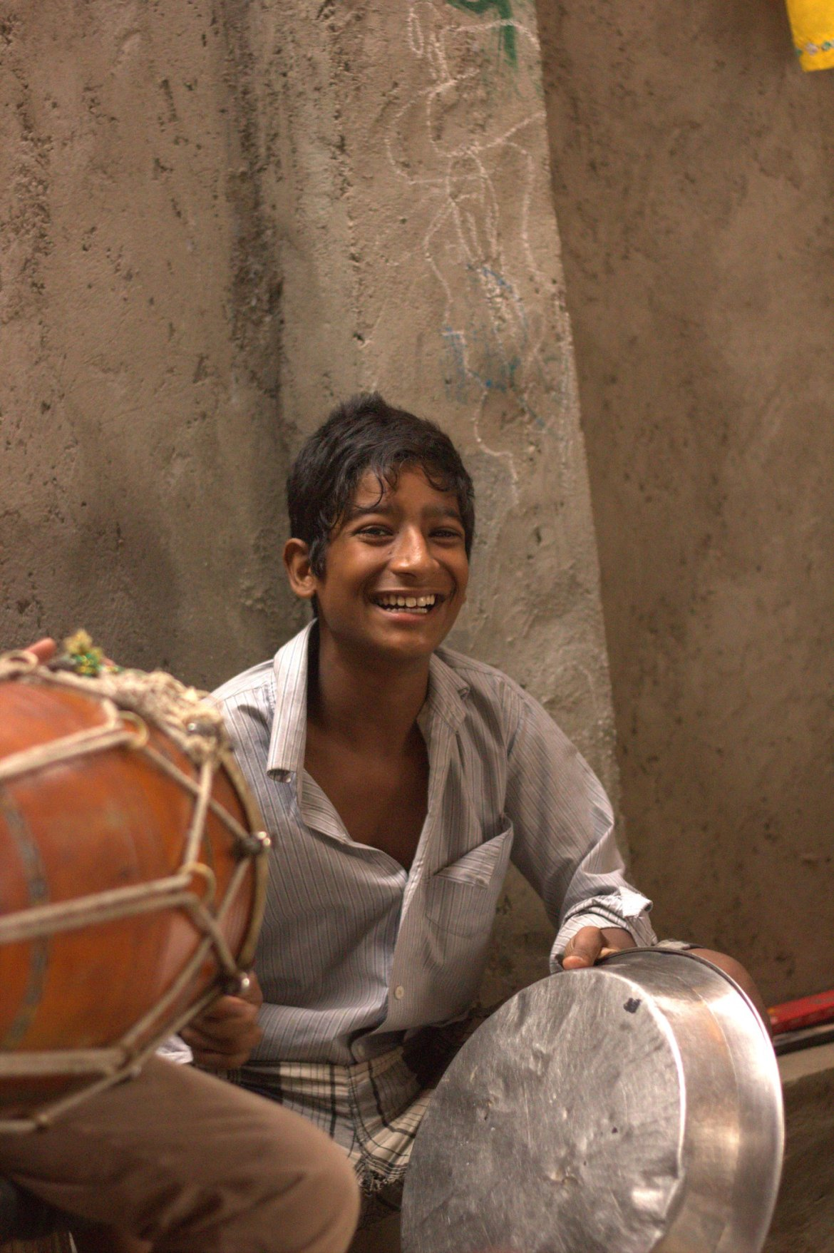 A young musician of Kathputli Colony
