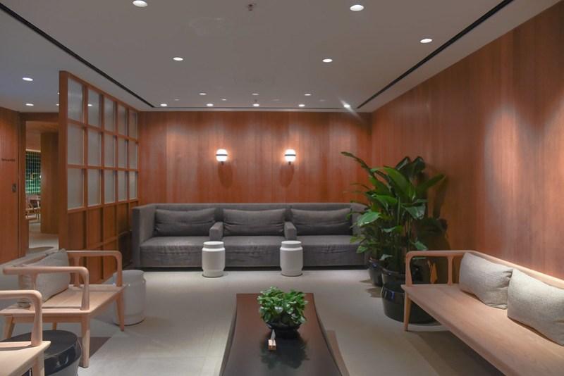 shower reception area