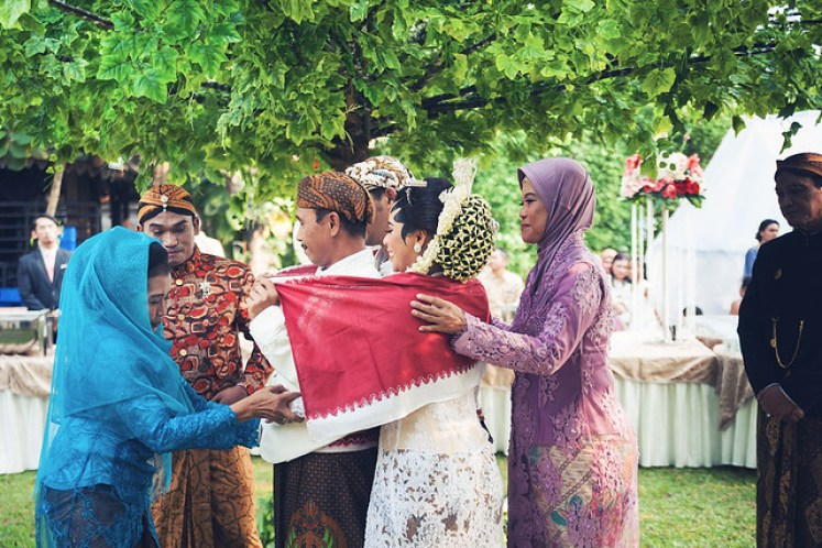 gofotovideo pernikahan outdoor adat jawa di rumah sarwono 232