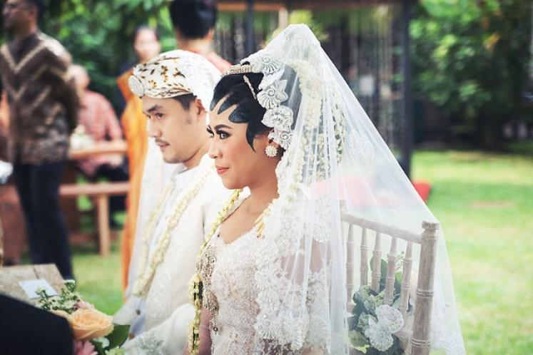 gofotovideo pernikahan outdoor adat jawa di rumah sarwono 218