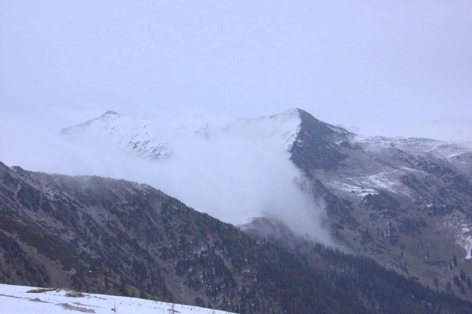 Clouds rolling down the peaks near Gurez