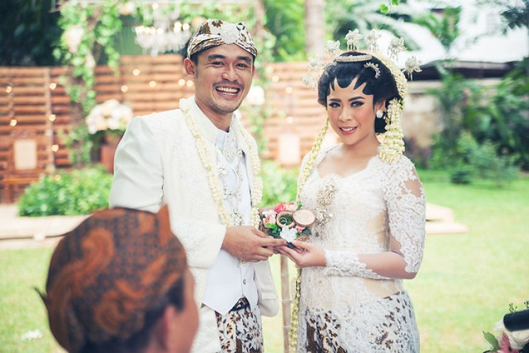 gofotovideo pernikahan outdoor adat jawa di rumah sarwono 220