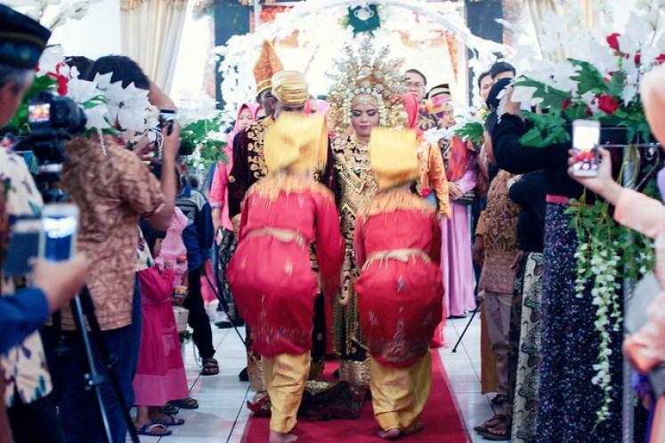 gofotovideo pernikahan adat minang di graha wredatama 158