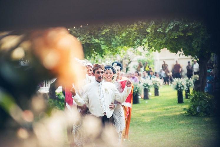 gofotovideo pernikahan outdoor adat jawa di rumah sarwono 235