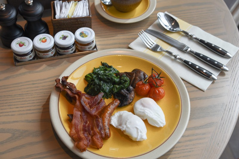 breakfast at icehaus - andaz singapore
