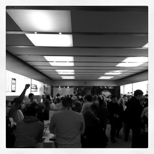 Busy, busy at Apple store