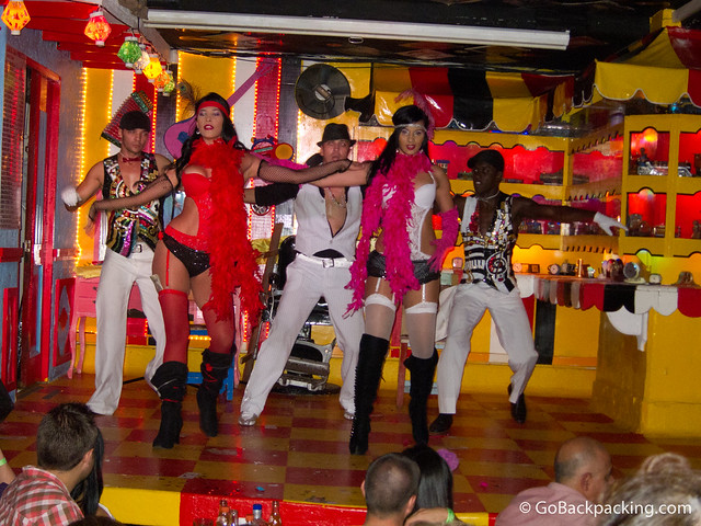 Dancers at Dulce Jesus Mio
