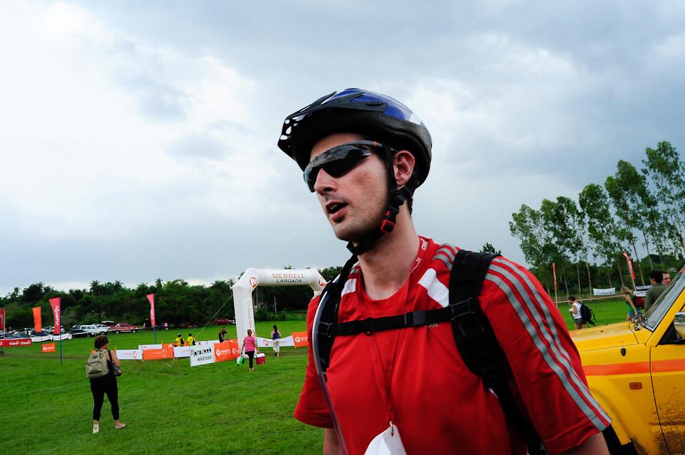 Un participante acaba de terminar su carrera de la categoría Mountain Bike en un tiempo poco más de 5 horas y 20 minutos. (Elton Núñez - Piribebuy, Paraguay)