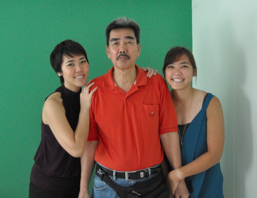 Papa Chia with 2 daughters
