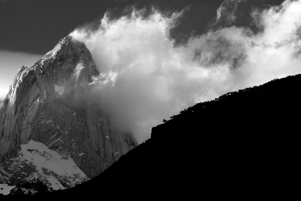 La montaña humeante hace honor a su nombre día a día. El chaltén. (Guillermo Morales -  Patagonia, Argentina)