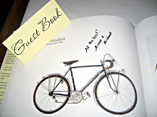 Guestbook / Coffee table reader