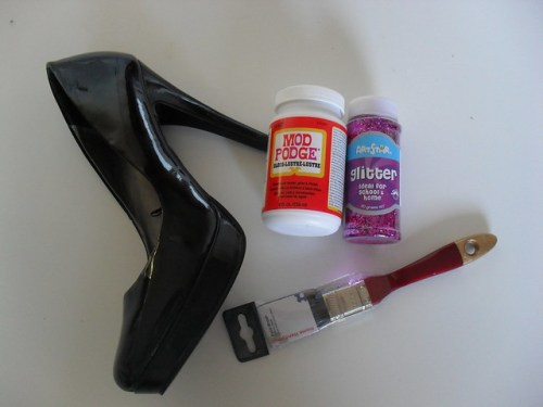 How to make glitter shoes, glitter shoes, DIY