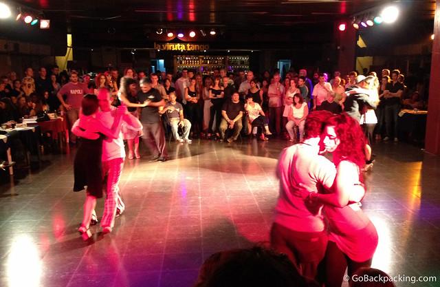 Tango demonstration at La Viruta