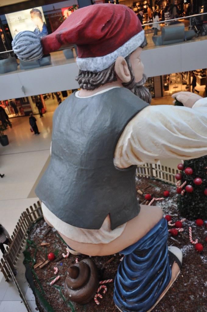 Caganer gegant al centre comercial Maremagnum