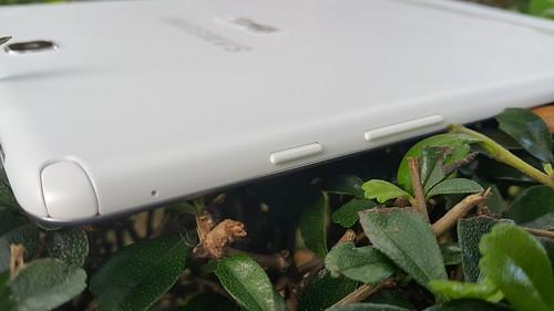 ช่องเสียบ S Pen และปุ่มต่างๆ ของ Samsung Galaxy Tab A 9.7