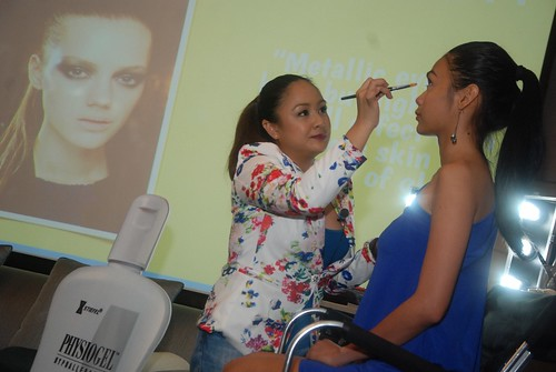 Make-up Artist Carla Avancena demos FW2014 make-up look