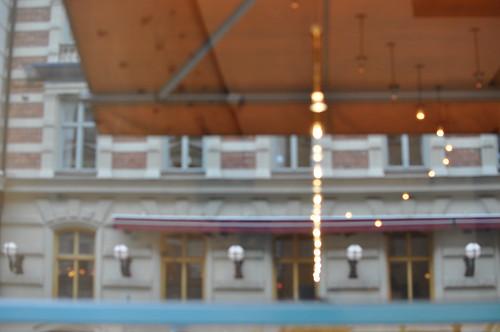 Reflets dans la vitrine du Rolfs Kök