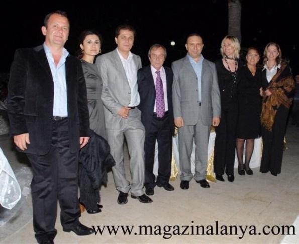Sami Çaycoşar ve Atiye Çaycoşar çifti davetlilerle birlikteler