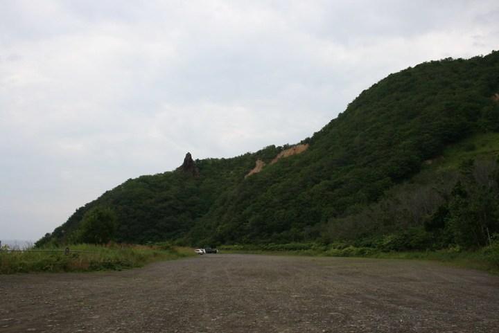 今はだだっ広い駐車場ですが、ここには錦鯉の泳ぐ池、数々の遊具、相撲場、園芸場などの遊園施設が整備されていたのです。