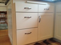 Location of cabinet handles on drawers?