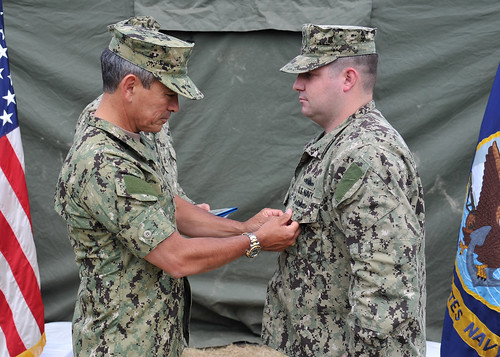 OEF Sailor Awarded Purple Heart during RIMPAC Commander, US - us navy master at arms