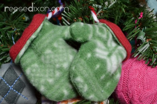 Pair of Mittens Ornament Tutorial